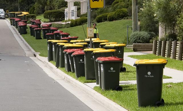 大量のゴミ箱